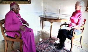 Dr Scilla Elworthy with Desmond Tutu.